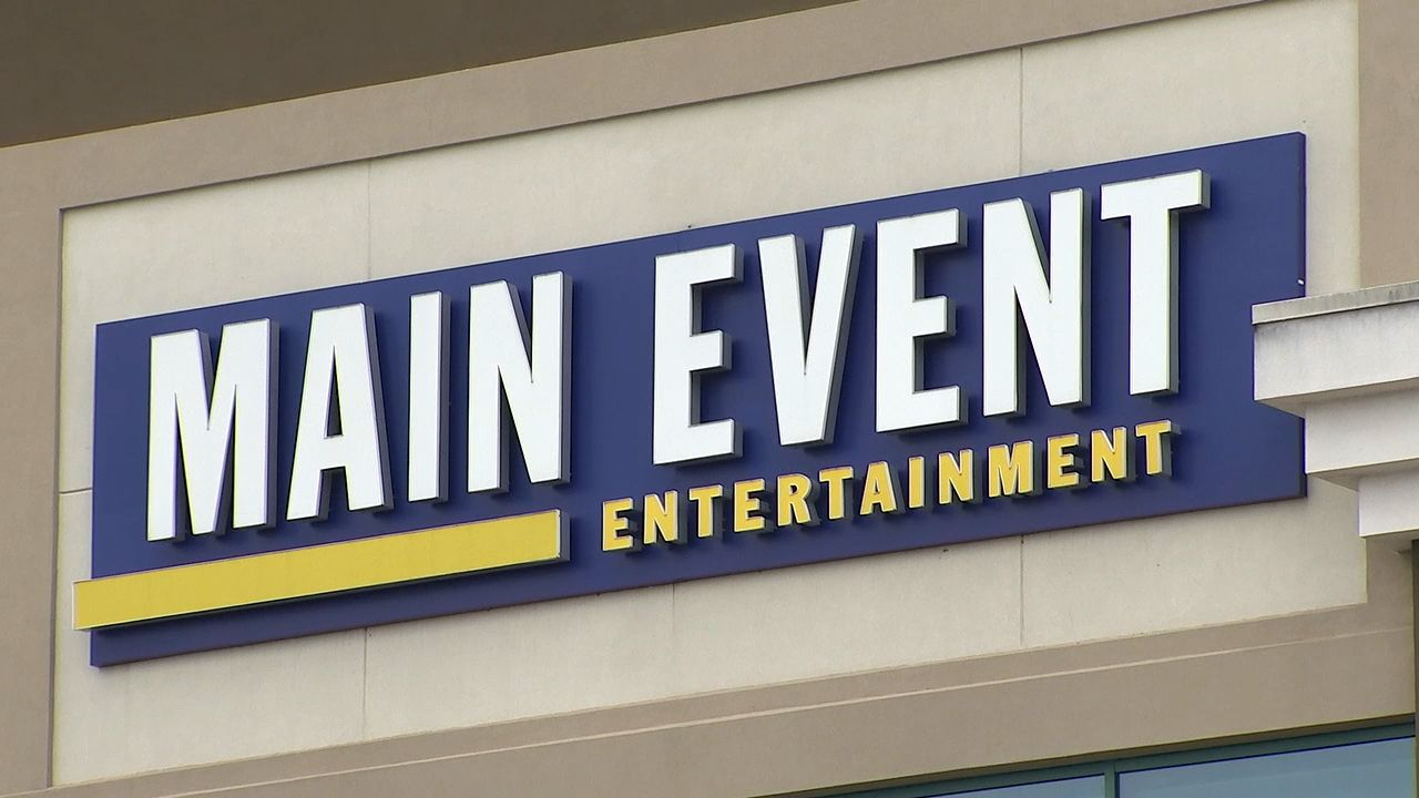 12yo shot outside of the Main Event entertainment center in Cobb – WSB-TV Channel 2 - Atlanta