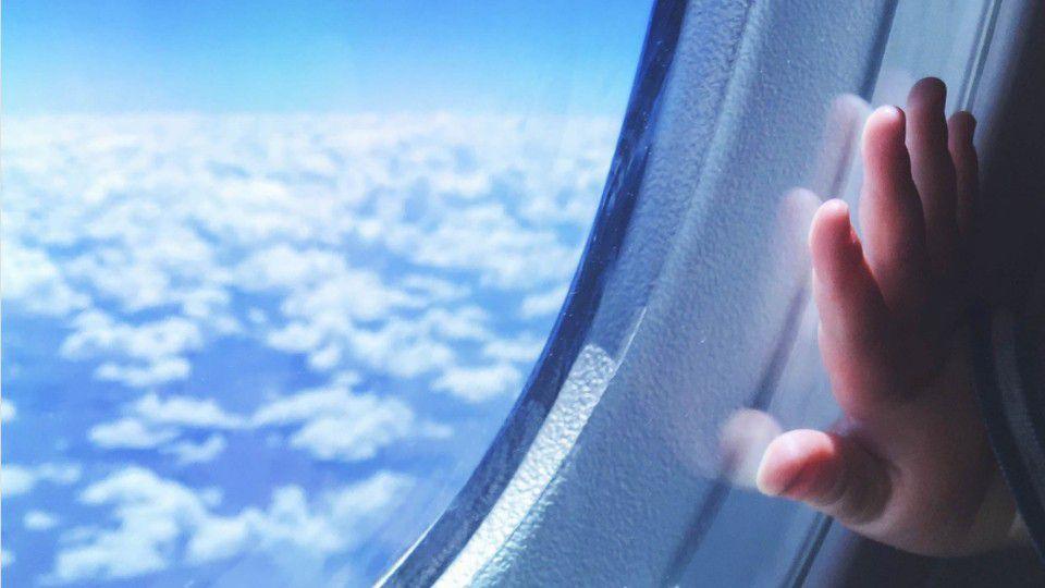 Woman gives birth to 29-week preemie aboard flight to Hawaii