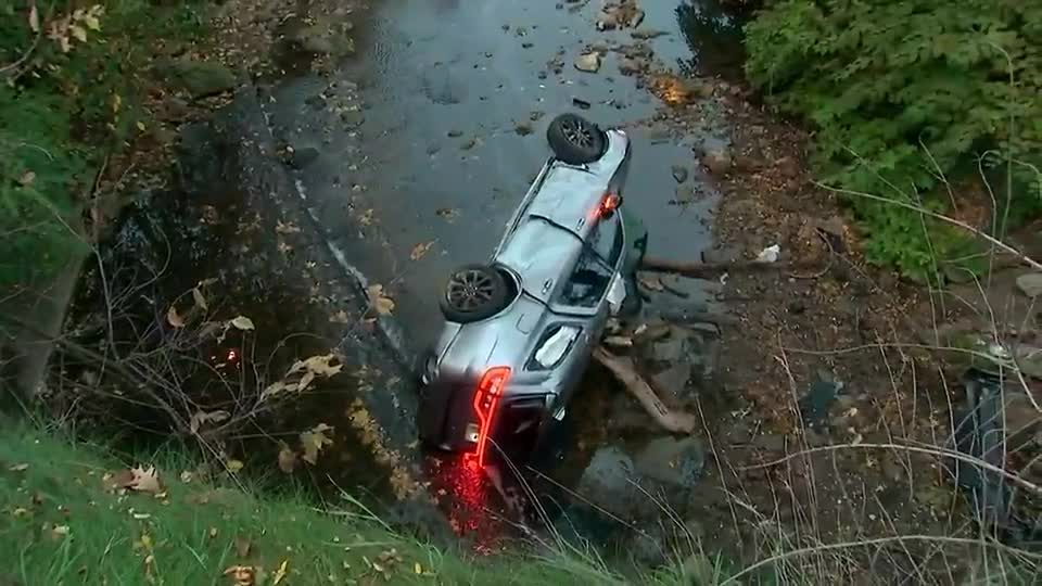 Off-duty police officer rescued after car crashes into creek off Parkway West