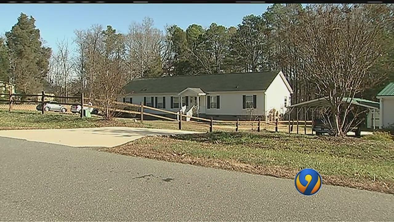 Naked man wanders into North Carolina homes, spooks residents
